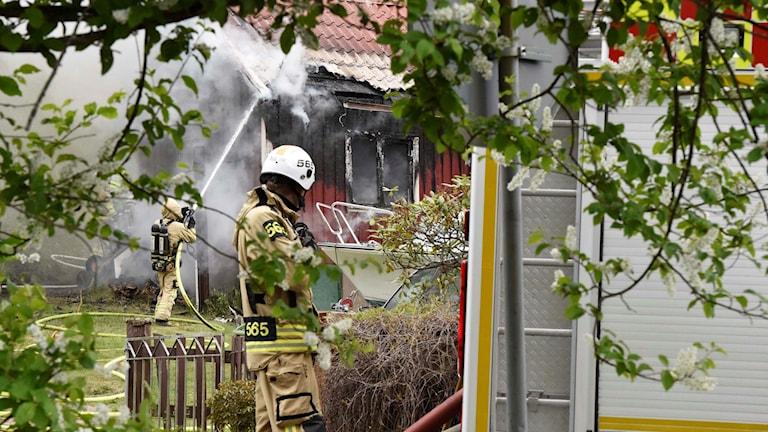 En person rökskadades svårt vid villabranden i Berghem. Foto: Agena foto