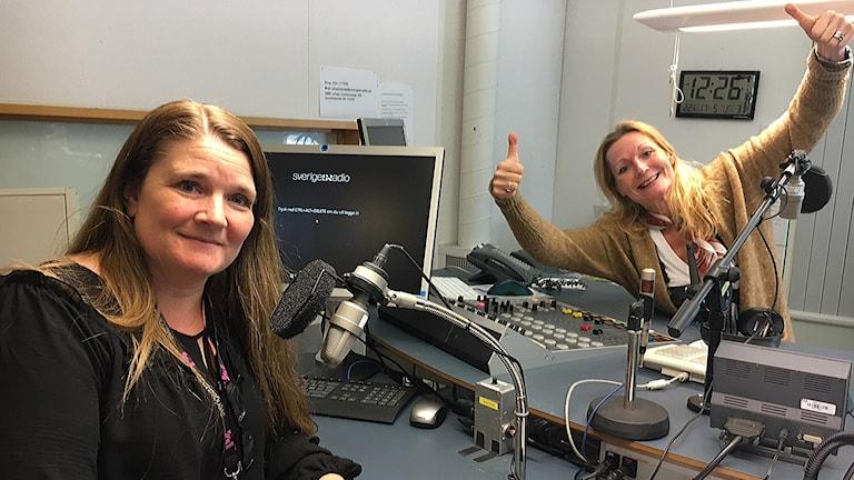 Lovisa Vasell och Caroline Aronsson i studion.