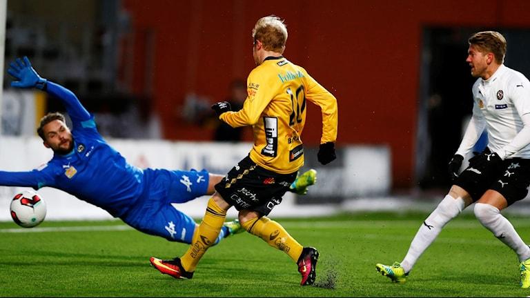 Simon Lundevall gör 1-0 för Elfsborg i matchen mot Örebro.