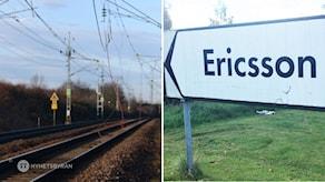Ett tågspår och en vägskylt skylt som det står Ericsson på.