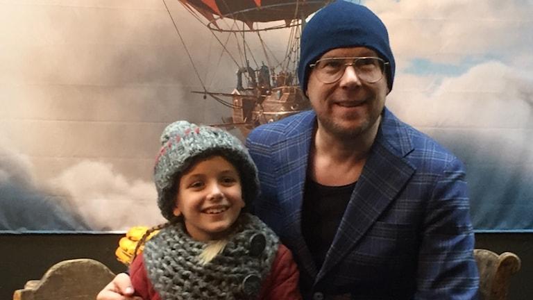 Ester Vuori, som spelar Selma och Per Simonsson som skrivit årets julkalender Selmas saga.