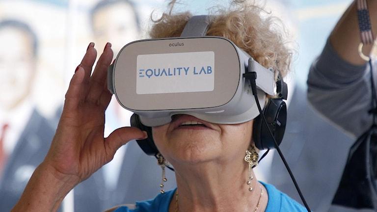 Dementa i Ulricehamn kan få testa på VR-glasögon.