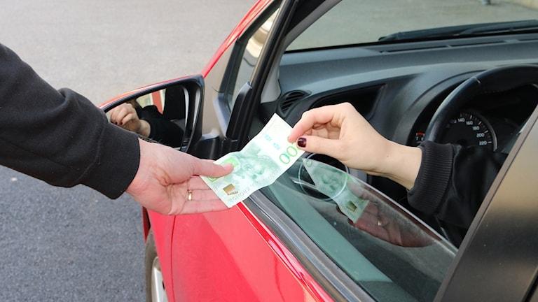 Många väljer att åka med svart-taxi i Mark.