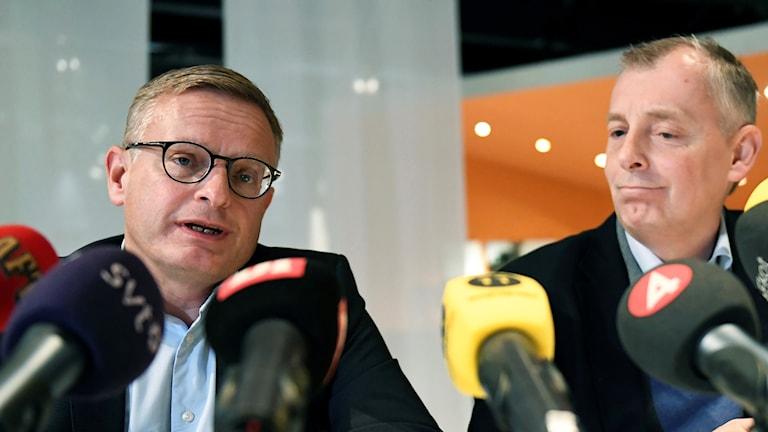 vd Jan Frykhammar och Ulf Ewaldsson, teknik- och strategichef på presskonferensen.