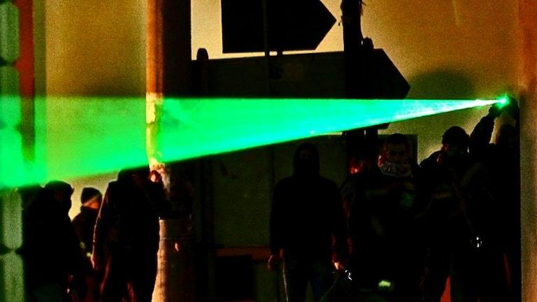 Grön laser oroar. Foto: Petros Giannakouris / Scanpix