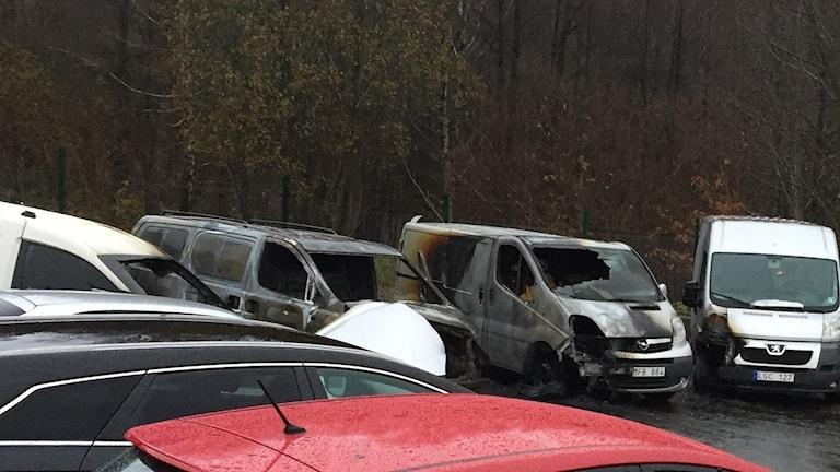 Flera förstörda bilar inatt hos Holmgrens bil i Borås.