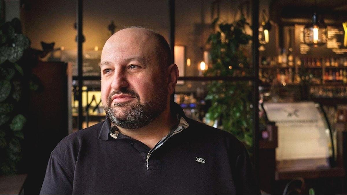 Elias Abdel Ahad på sin restaurang.