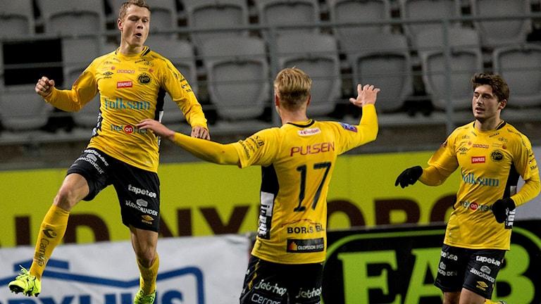 Elfsborgs Viktor Claesson jublar efter sitt mål.