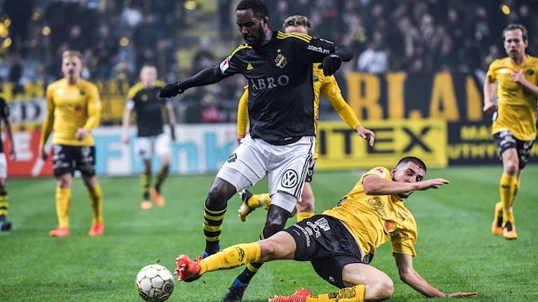 Elfsborgs Ibrahim Dresevic i närkamp under förra säsongens bortamöte med AIK.