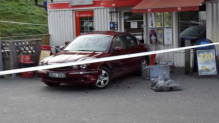 Bilen användes som murbräcka vid inbrottet.