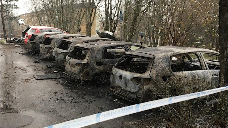 Brända bilar utanför Boda vårdcentral i  Borås.