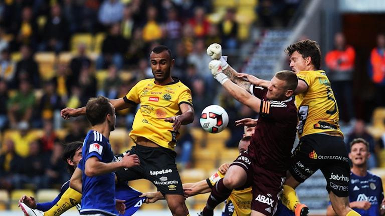 En tilltrasslad situation under förra säsongens möte mellan Elfsborg och Sundsvall.