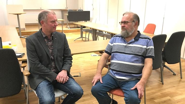 Stefan Carlsson (S) och Johan Björkman (M) i Svenljunga