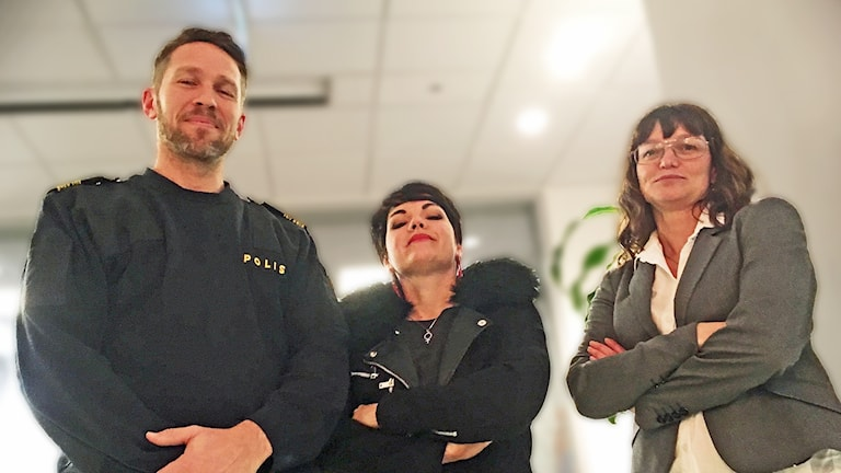 Lokalpolisområdeschef Tomas Stakeberg Jansson, Ida Lengemark (V) och Anna Svalander (L).