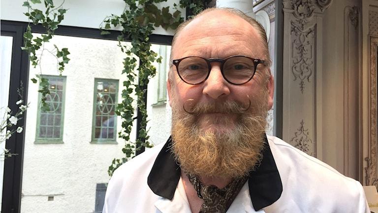 Ulf hansfeldt, frisör och medlem i Genlemännens skägg och mustaschklubb.