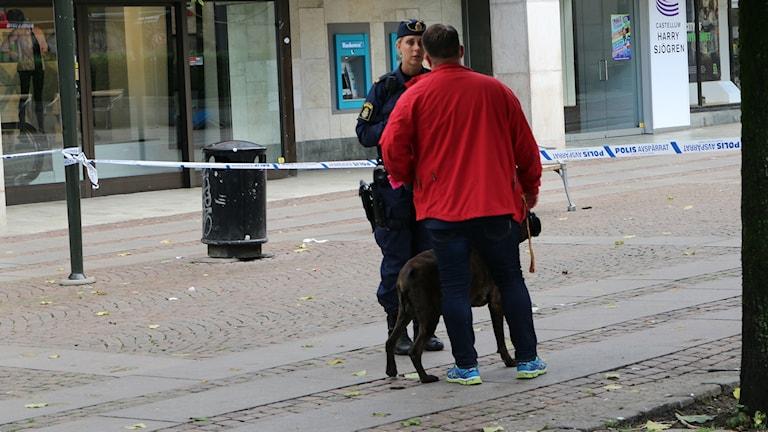 Många boråsare hade frågor till polisen om den tidiga morgonens händelser.