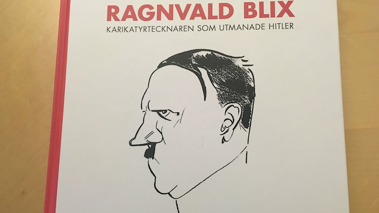 Biografi över satirtecknaren Ragnvald Blix, skriven av Rikke Petersson.