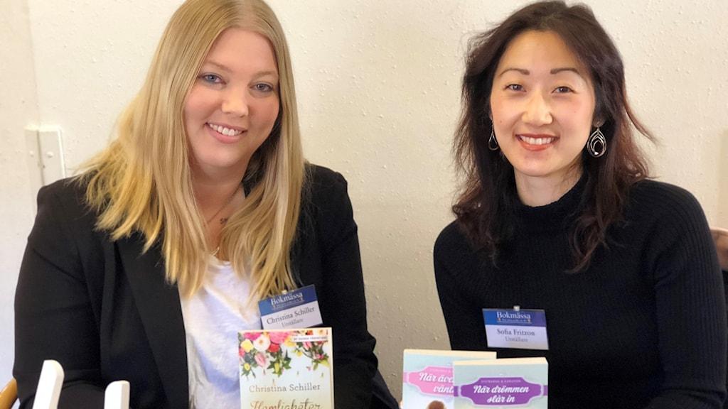 Romanceförfattarna Christina Schiller och Sofia Fritzson.