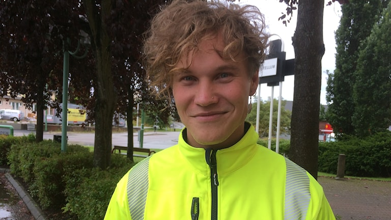 Sebastian Dahlström i varselgul arbetströja.