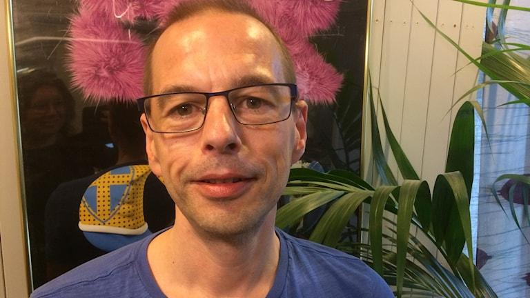 Porträttbild på Mattias Backman