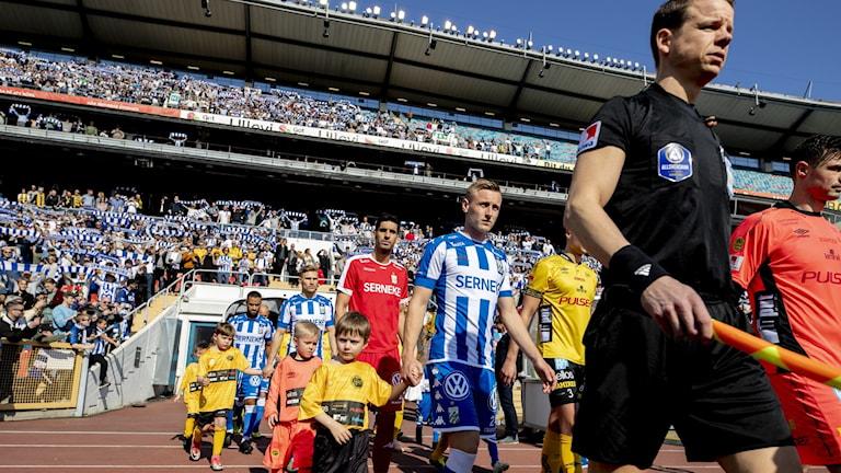 Lagen på väg in till förra säsongens match mellan IFK-Göteborg och Elfsborg.