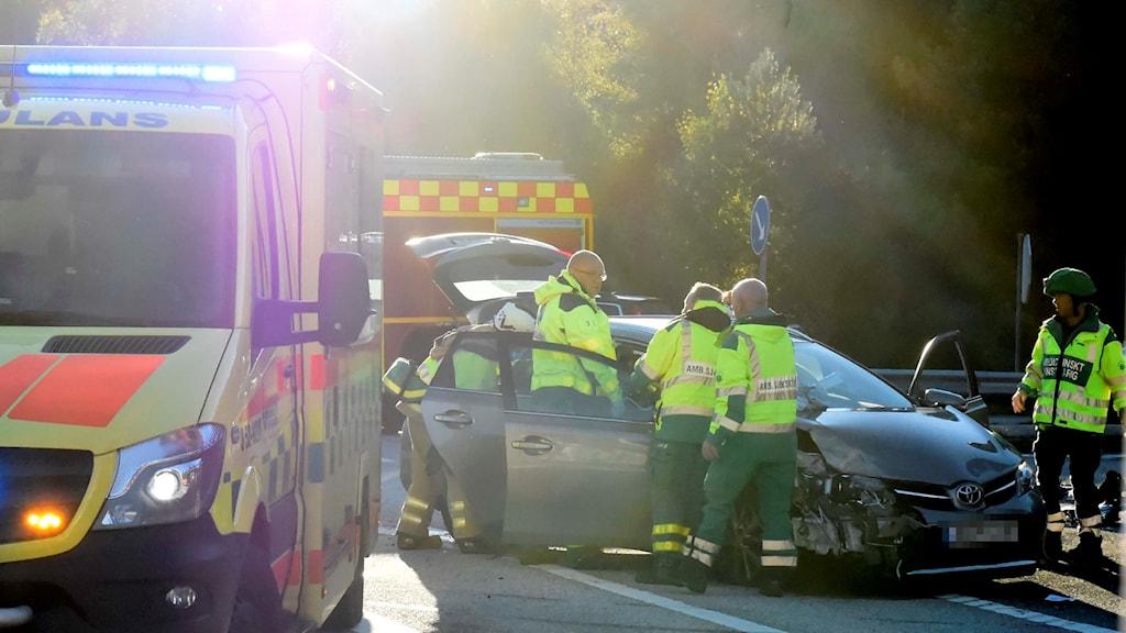 Tre personer har skadats i en olycka på riksväg 41 mellan Borås och Kinna.