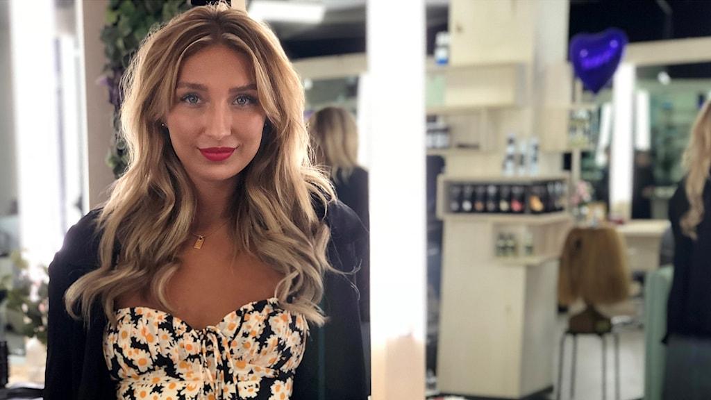 Felica Lindau tävlar i SVTs Salongen om att bli den populäraste frisören