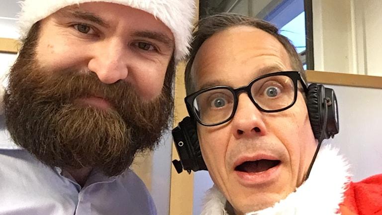 Tomten Tobias Guldstrand förbereder sig för ytterligare en jul med barnen på sjukhusets barnavdelning. Jon vill inget hellre än att vara hans nisse.