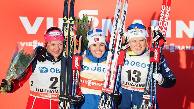 Maiken Caspersen Falla, Heidi Weng och Hanna Falk på prispallen i Lillehammer.