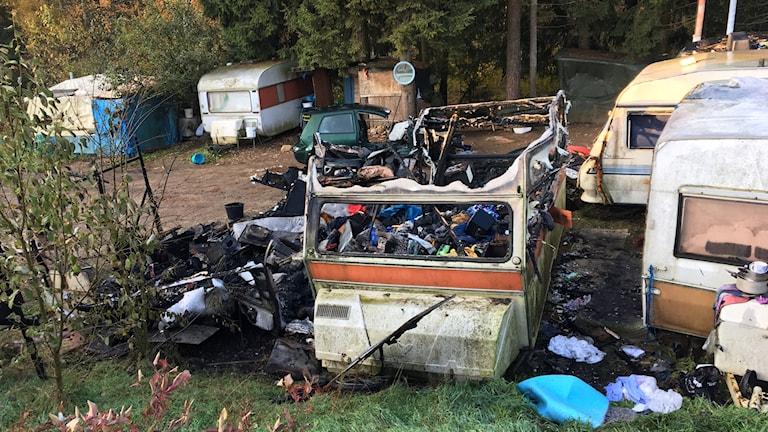 Två utbrända husvagnar