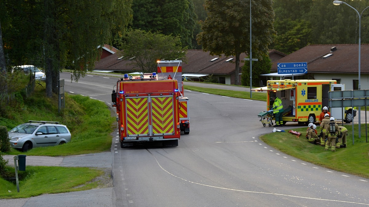 Två personer smet och lämnade en tredje efter en olycka i Hökerum.