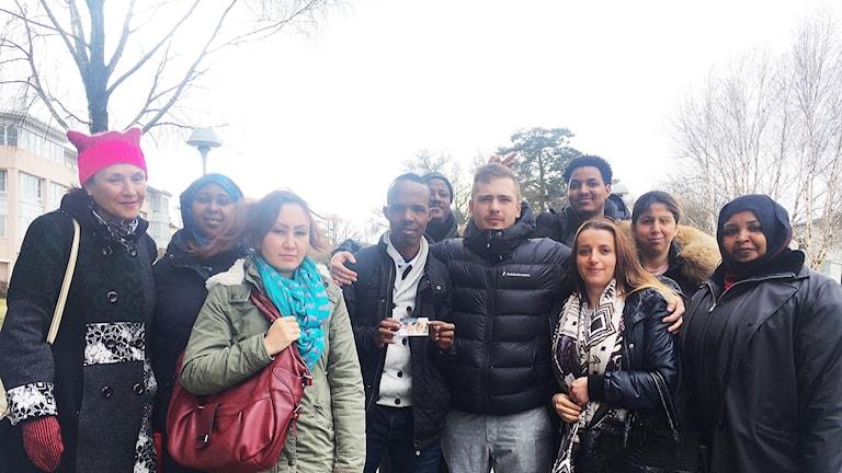 Läraren Barbro Pakiam med sina elever.