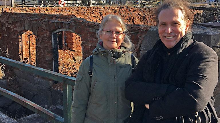 Ljudkonstnären Mikael Bojén och bibliotekschefen i Herrljunga Eva-LenaLiljedal