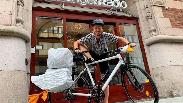Emil Moberg Lundén ska ut på cykelresa.