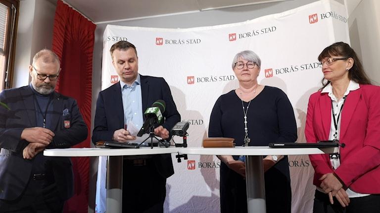 Politiker presenterar stödpaket