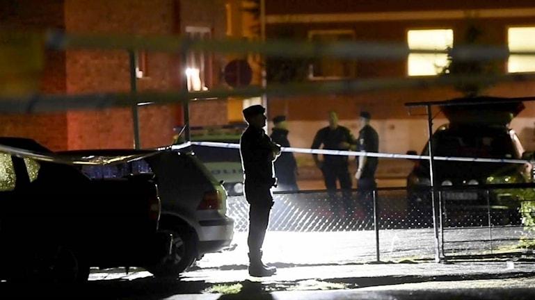 Poliser på plats efter skjutningen i Herrljunga.