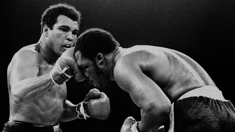 Mohammad Ali mot Joe Frazier i en match 1975.