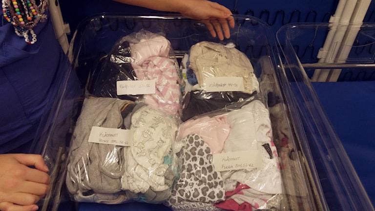Bebiskläder samlas in för att ges bort till de som inte har råd.