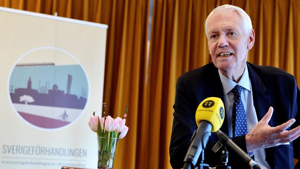 HG Wessberg på Sverigeförhandlingen pratar.