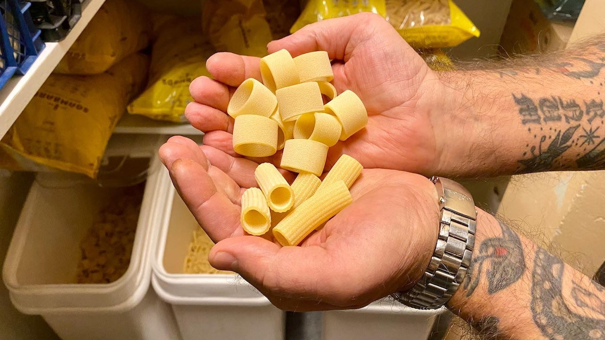 Robert Maglia importerar själv den torkade italienska pasta de använder.