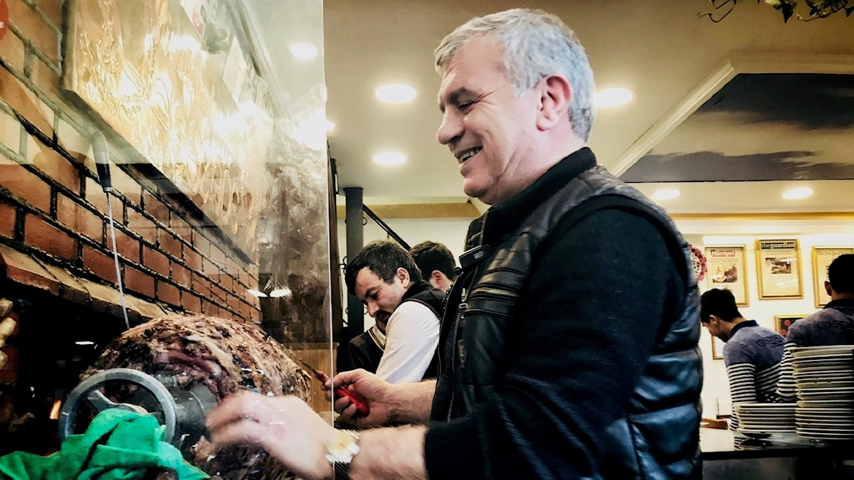 Özcan Yildirim har grillat kebab i Istanbul sen han var 9 år, nu är han 55.