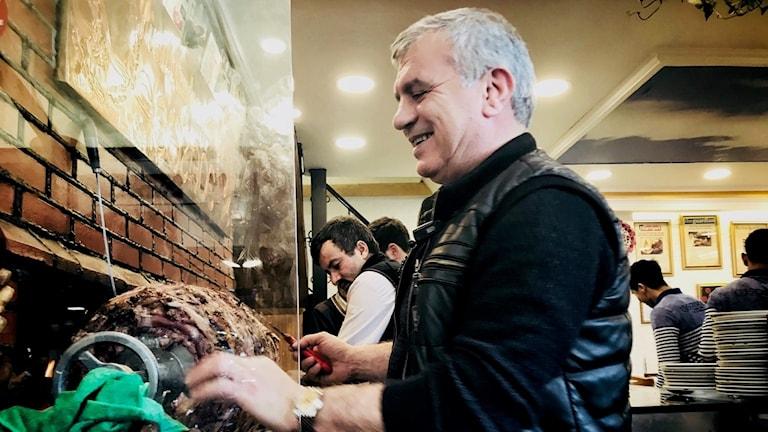 Allt som är kebab i Istanbul — och snabbmatens klassresa i Sverige