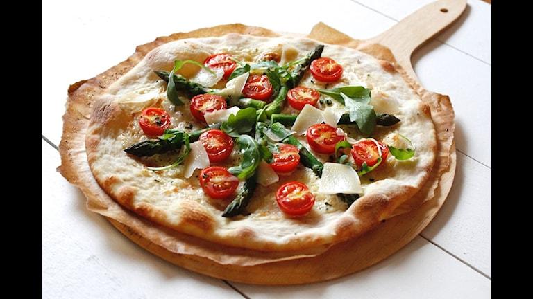 vit pizza sparris