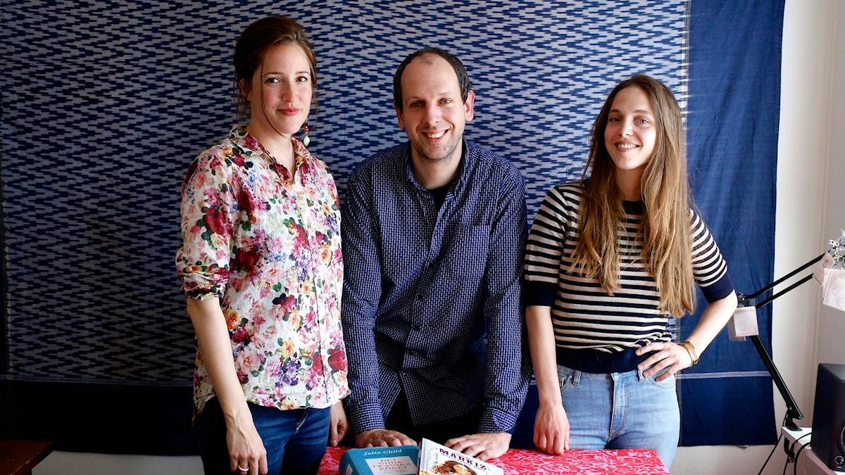 Kokbokspanelen: reporter Nina Frogneborn, amatörmatlagare och vegan Hendrik Zeitler och kocken och krögaren Emma Kolback. Fotot togs av Tomas Tengby, som också pratar kokböcker.
