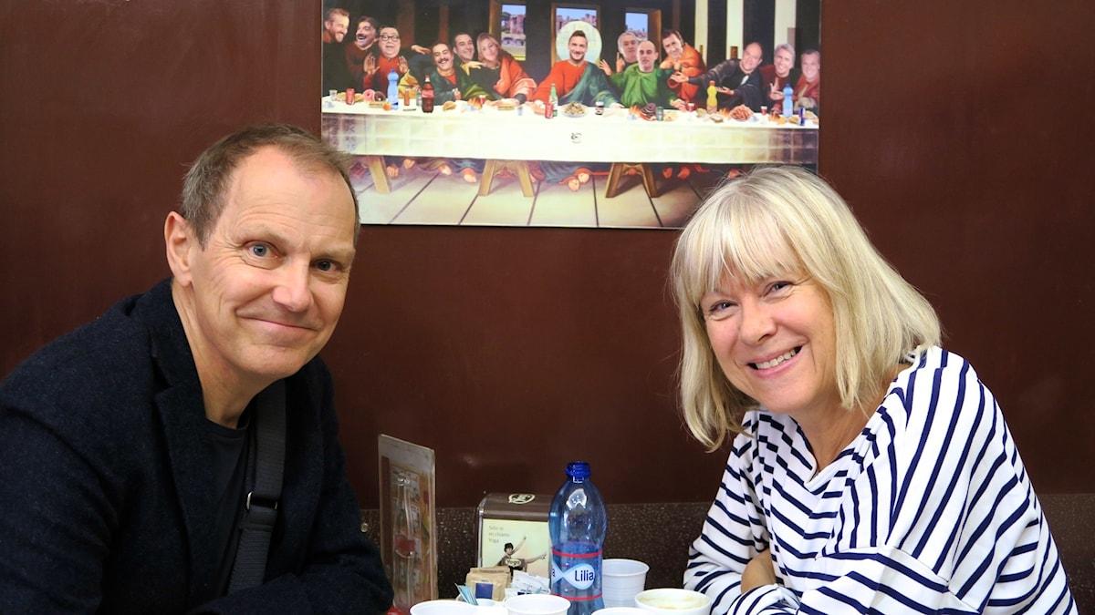 Tomas och Kristina Kappelin på en bar efter marknadshandel. Foto: Ulrika Tengby Holm.
