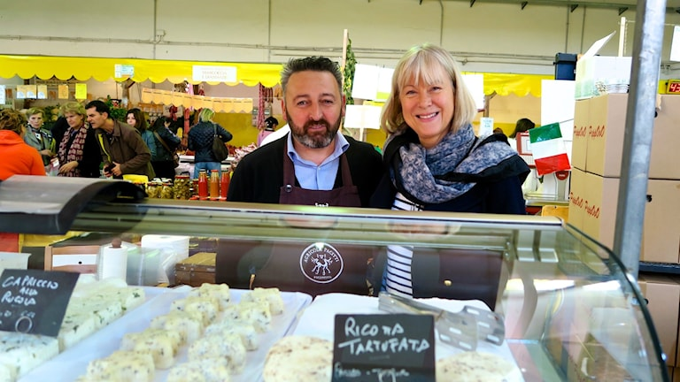Kristina tillsammans med sin ost-favorit, med egen gård utanför Rom. Foto: Ulrika Tengby Holm.