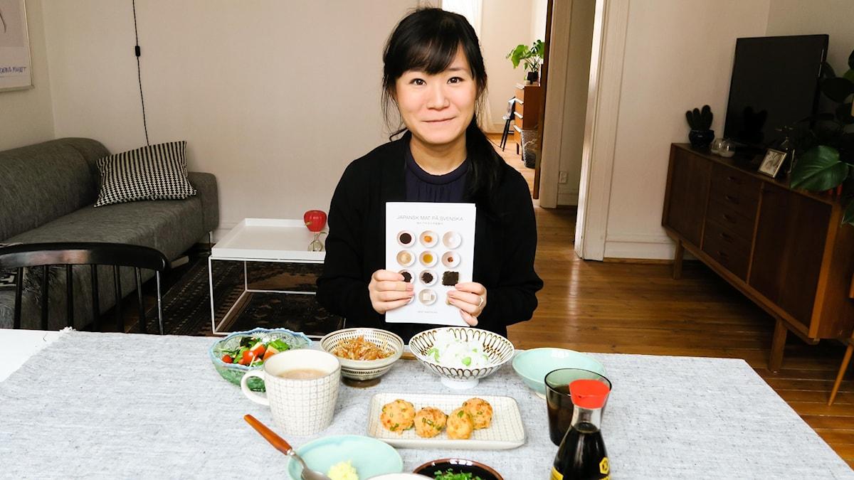 Moé Takemura lagar japansk husmanskost. Som ett smörgåsbord.