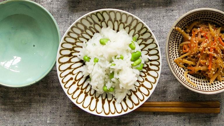 Ris med gröna sojabönor.