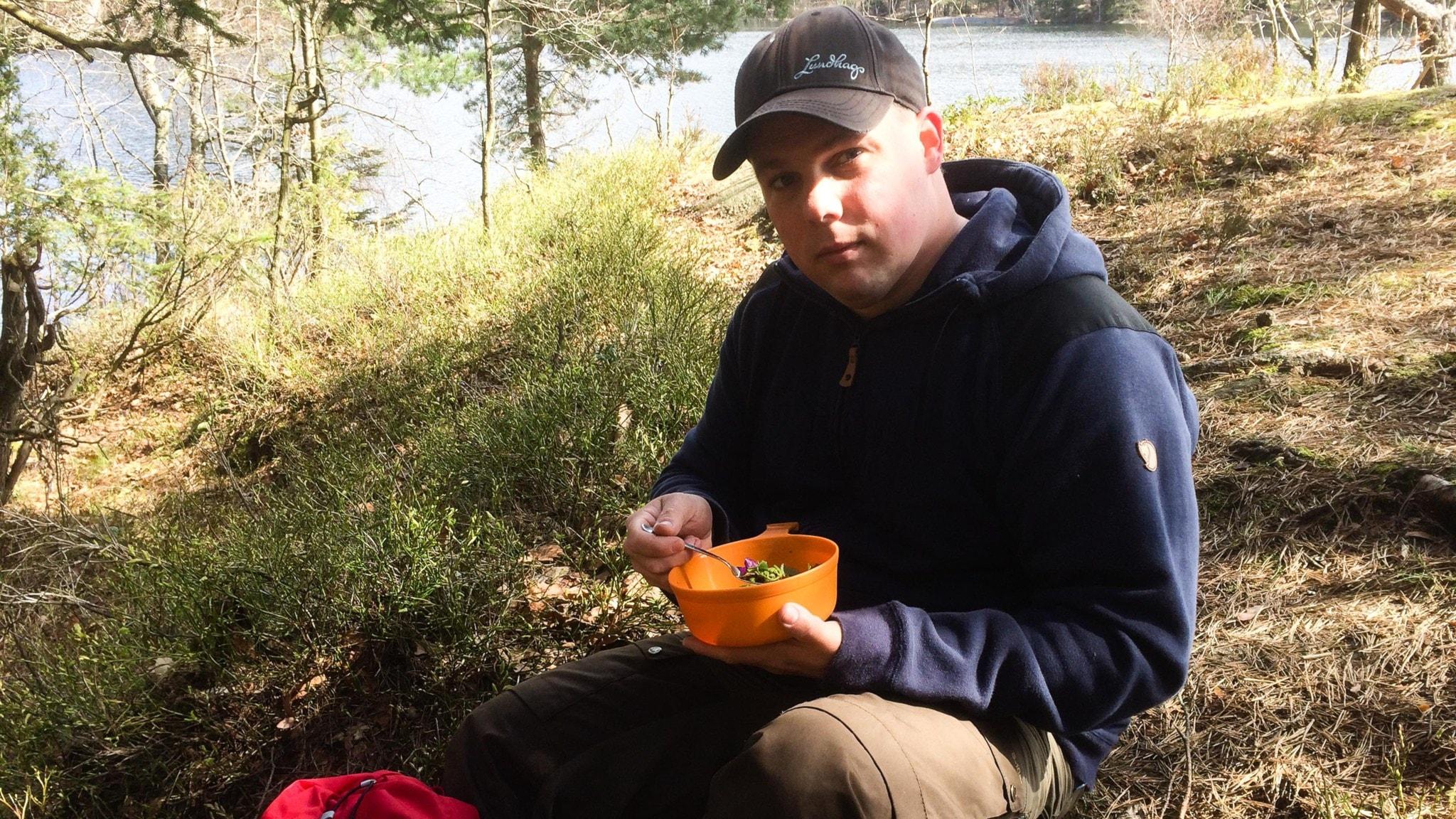Kocken Mattias Karlsson gillar vilda blad.