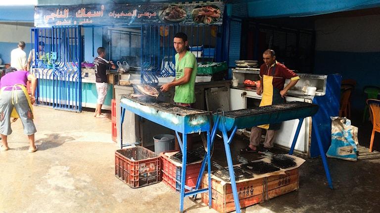 Grillen vid fiskmarknaden.